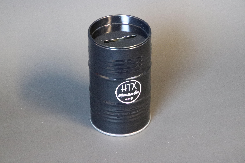 Retro Spardose im Ölfass Look mit HTX Logo